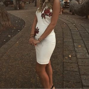 Forever21 White dress with embroidered roses 🌹